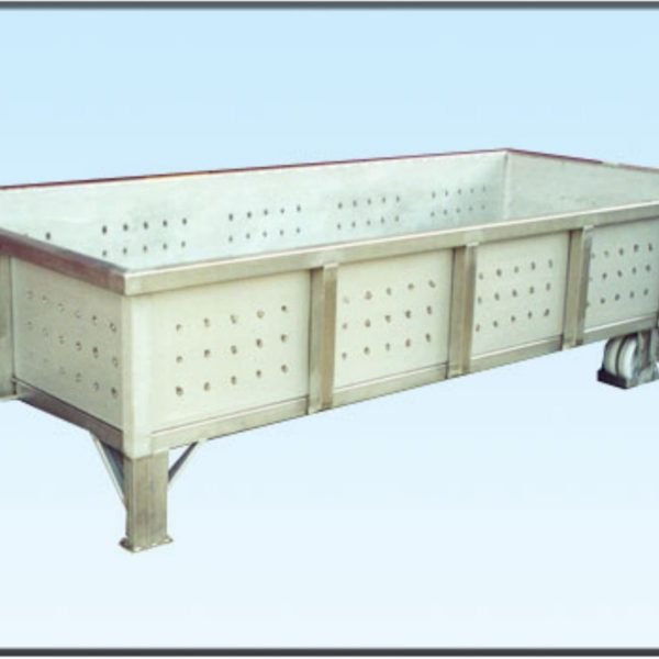 carrello per grandi portate con sponde e pianale in lamiera forata