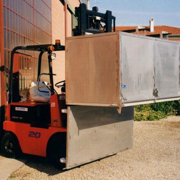 contenitore con fondo apribile e ruote