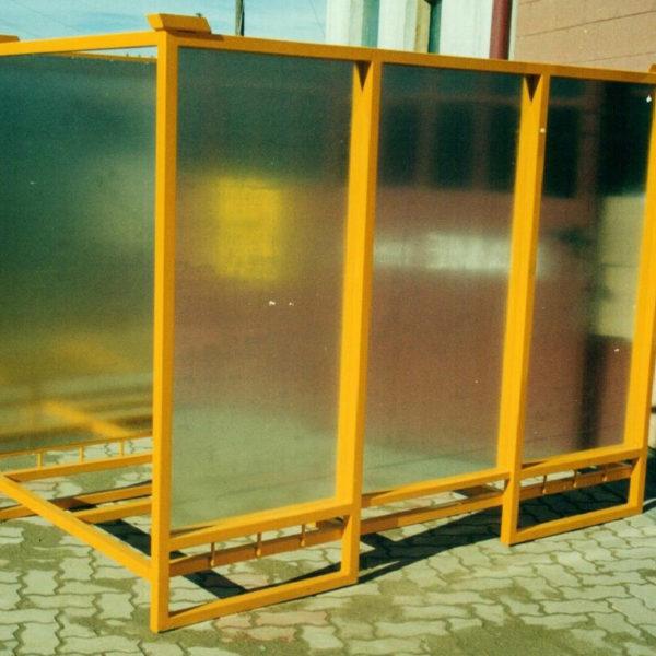 contenitore sovrapponibile con sponde rivestite in lamiera zincata