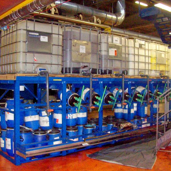 scaffalatura con vasca per stoccaggio travaso cisterne bidoni